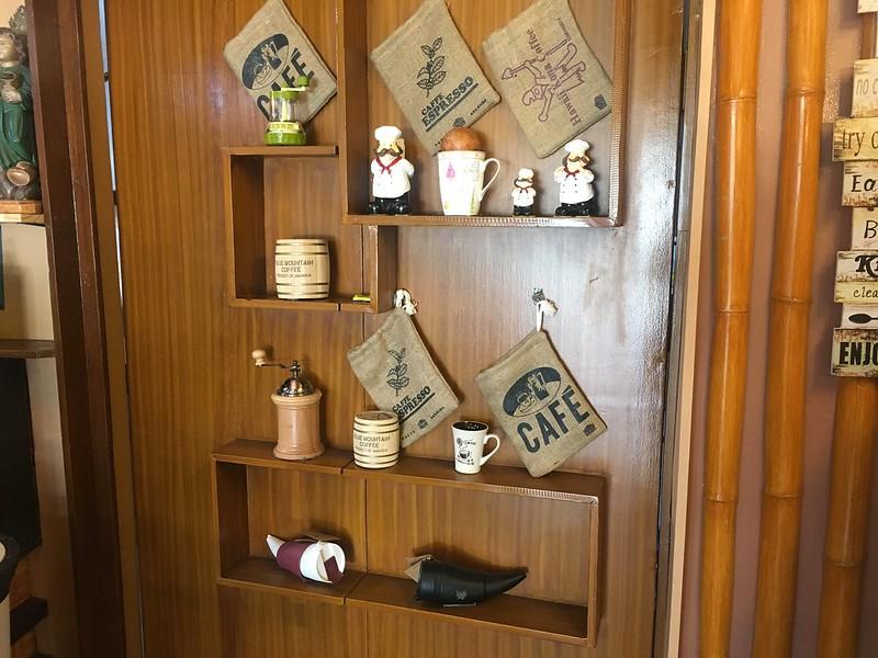 Cafe Tribu, Tomas Morato