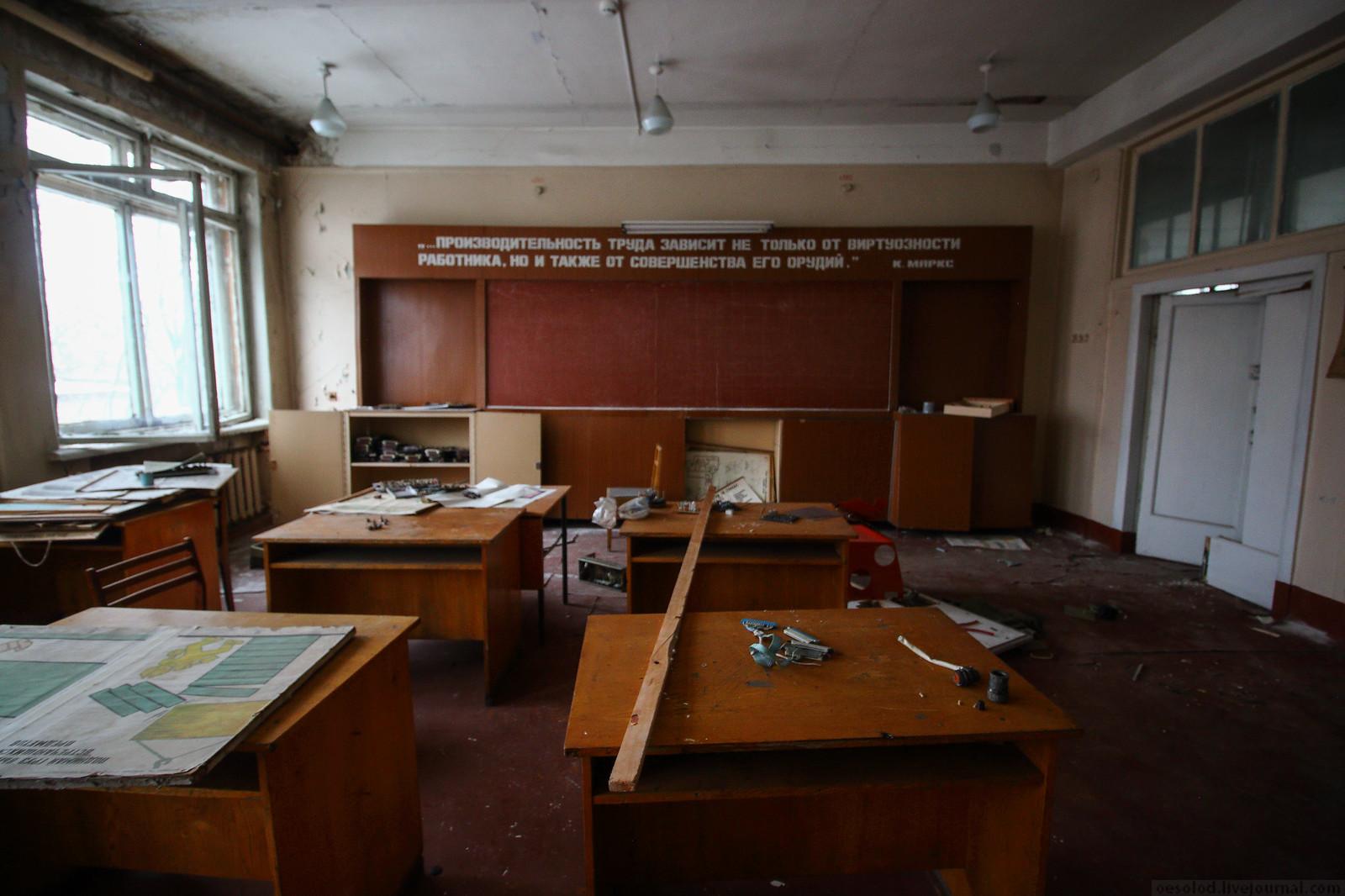 Заброшенный учебный корпус завода Ижмаш