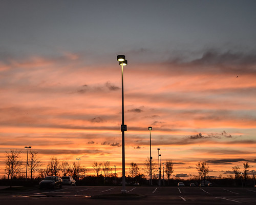 parking lot sunset sundown evening twilight sky clouds colors colorful multicolored pink blue yellow purple red orange light shadow streetlight trees cars chase bank complex polaris columbus ohio delaware nikon d5500 nikkor 18105mm