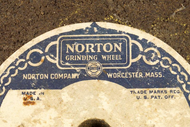 RD26948 2 NOS Vintage Norton Alundum Grinding Wheels A16-Q4BH DSC09920