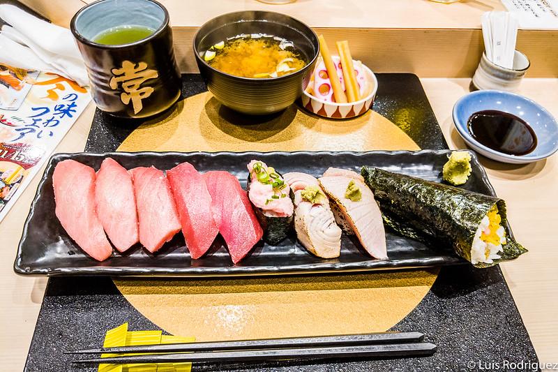 Sushi de la barra de sushi Uokan
