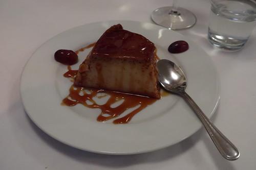 Pudin Caseiro (= Eier-Pudding mit Karamellsoße)