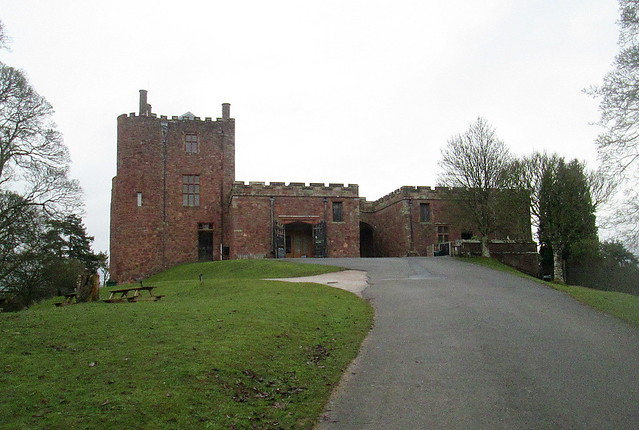 Powis Castle, Entrance