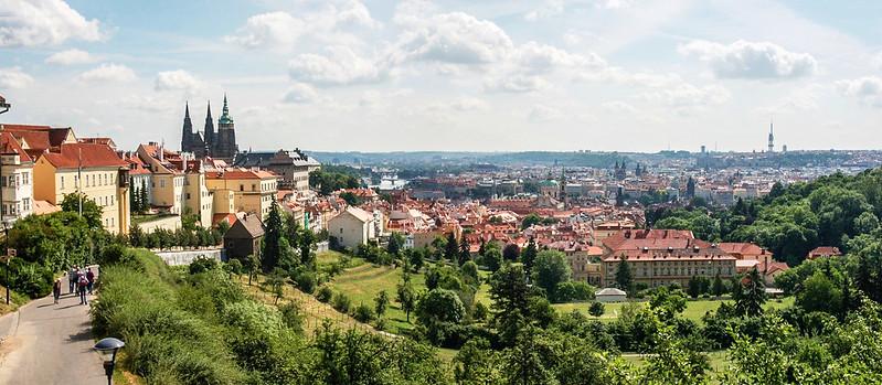 斯特拉霍夫修道院後俯瞰布拉格市區