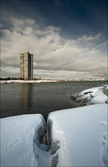 waterfront_humber-river_building_ice-crack_01_8773263761_o
