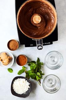 Keto Chocolate Avocado Pudding {Paleo, Vegan} | by Tasty Yummies