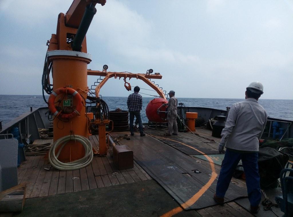 錨碇系統施放作業。李彥輝攝。