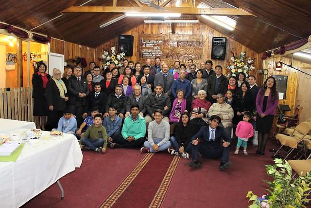 Obispo Bernardo Cartes visita Iglesia de Villa Misión