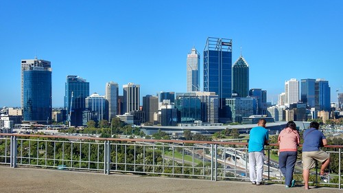 perth australia western city stad skyline skyscrapers buildings hoogbouw highrise kings park people mensen view uitzicht architecture down under