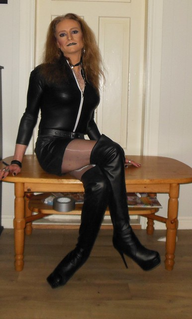 Who's ready to see the underside of MY table?  #smile #happygirl #feelingpretty #posing #skirt #shortskirt #miniskirt #bodysuit #pantyhose #tights #glossytights #sittingpretty #onthetable #boots #highheels #thighhighboots #tgirl #transvestite #transisbeau