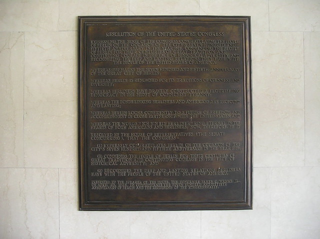 1987 Berlin-W. Gedenktafel Resolution US-Congreß zu 750a-Feier John-Foster-Dulles-Allee 10 in 10557 Tiergarten