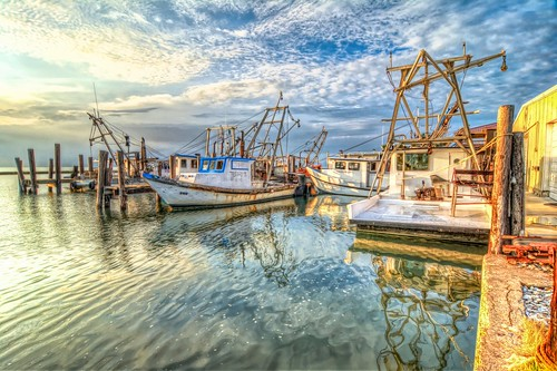 oysterboat commercial fisherman water dawn sunrise pier moored sky reflection texas fultonharbor