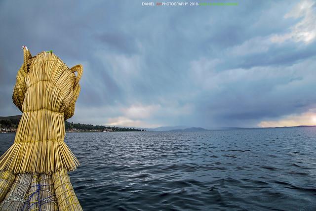 Navegando con la balsa de totora URO