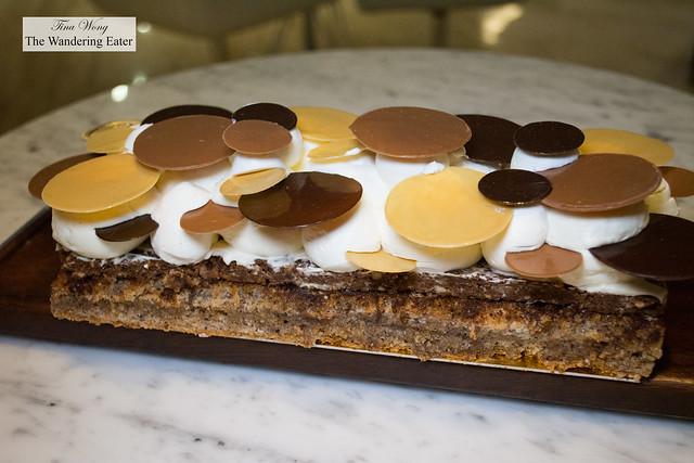 Amando Cake - chocolate, hazelnut biscuit, mascarpone cream, chocolate discs