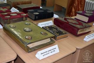 Выставка книг 710