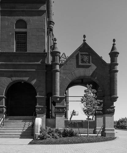 Crouse Memorial carriage entrance