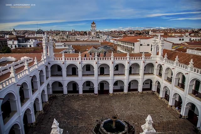 El convento y la ciudad