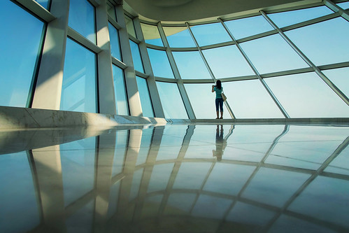 milwaukeeartmuseum milwaukeewisconsin architecture interior space vistor patron reflections candid portrait female woman camera patterns framework windhoverhall quadraccipavilion chancel apse bow glass panels windows panes brunette photographer santiagocalatrava pavilion receptionhall shipsprow story humanelement scale solo alone form nikond5100 tamron18270 photoshopbyfehlfarben thanksbinexo