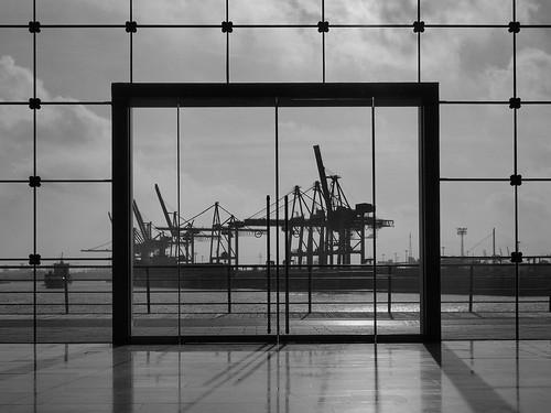 hafen terminal port hamburg tollerort containerterminal bw glasfassade