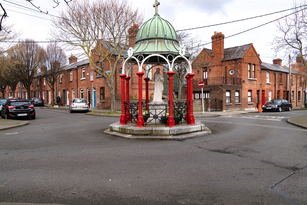 1929 SACRED HEART SHRINE AT THE JUNCTION OF REGINALD STREET AND GRAY STREET  006