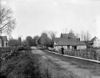 Mason's blacksmith shop, Riverdale Avenue near Billings Bridge, Ottawa, Ontario / La forge de Mason, avenue Riverdale, près de Billings Bridge, Ottawa (Ontario)
