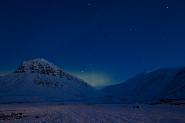 The arctic blue moment and the northern lights (Spitsbergen/Svalbard)