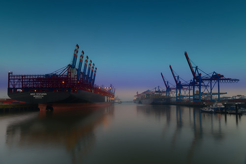 sunrise colour longexposure outside ship hamburg harbour fx d800 nikon blue tourism bluehour morning sky port water light sunlight atmosphere lines terminal container ndfilter