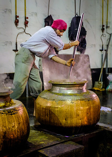 Stirring the Pot | Gurudwara Bangla Sahib, Delhi, India | by t linn