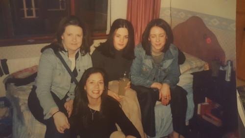 Hermana Clare con amigas de jovén
