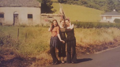 Hermana Clare con amigas de jóven