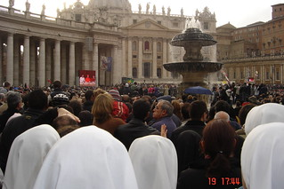 En Roma durante la eleccion de Benedicto - En la Plaza