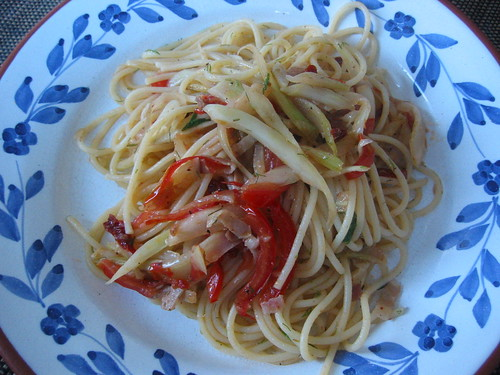 Spaghetti with fresh and dried tomatoes, fennel and pancetta