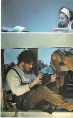 Trabajando, encima y debajo de la mesa