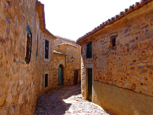 CASTRILLO- calle, sol y sombra | by Julikeishon