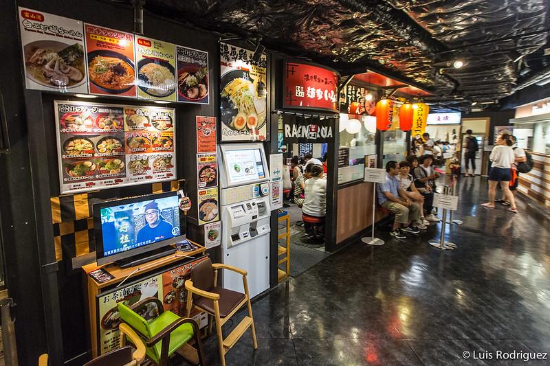 Zona de restaurantes de ramen en la estación de Kioto