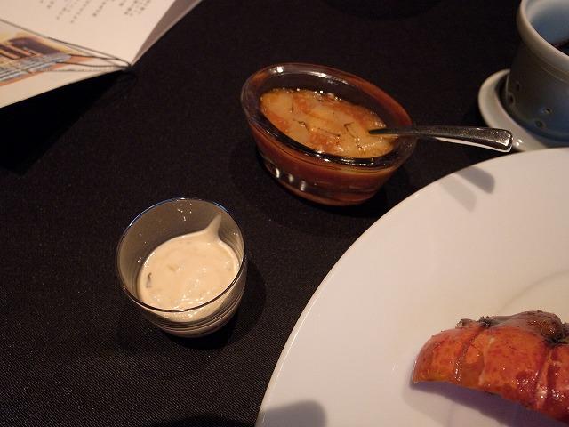 <p>g)チリソースとマヨネーズ<br /> このマヨネーズはマヨネーズをあまり好まない私も食べられました!</p>