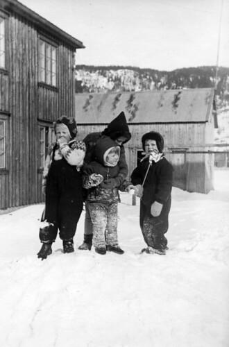 Barn som leker - Norwegisch Kinder