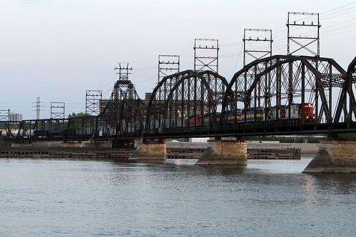 bridge chicago ice river mississippi cities trains quad iowa line crescent soo eastern job 103 railroads emd gp9 nitron