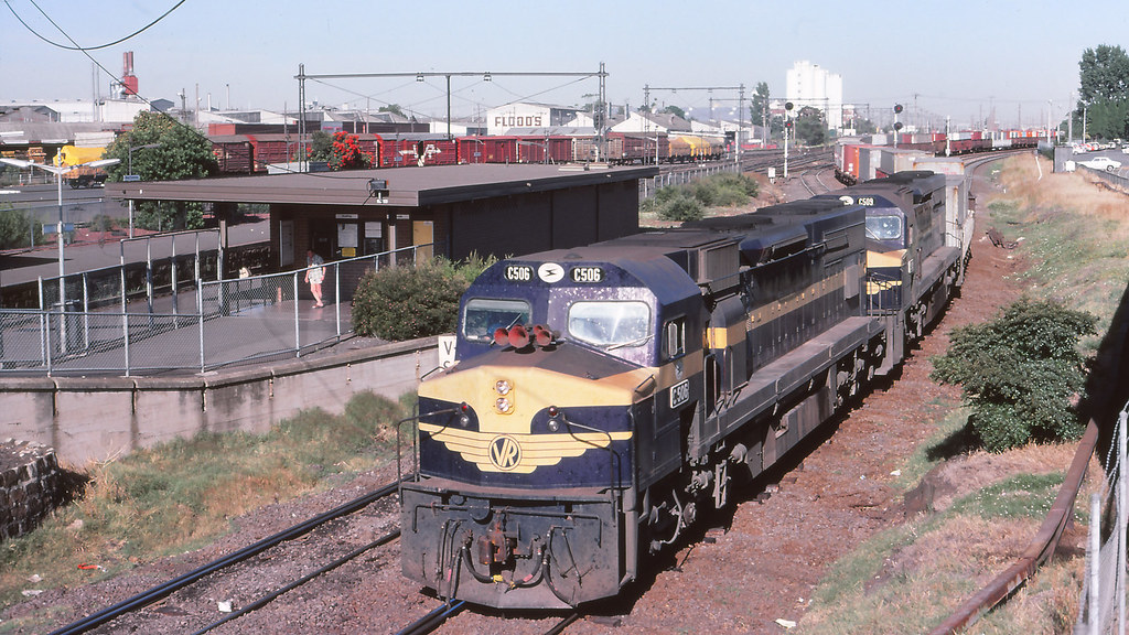 VR_BOX038S19 - C506, C509 at West Footscray by michaelgreenhill
