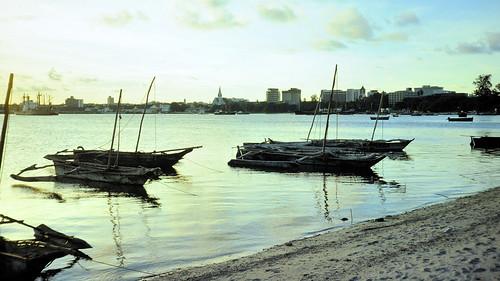 sunset skyline landscape tanzania ship harbour daressalaam dar slide cargo canoe ft kodachrome es dugout nikkormat outrigger salaam 19761229 edk7