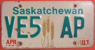 SASKATCHEWAN 1977-1999 with 81 STICKER ---AMATEUR RADIO LICENSE PLATE