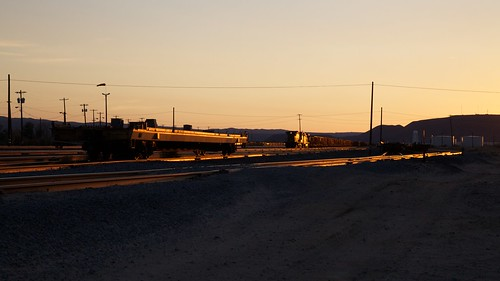 california railroad sunset up switch track unitedstates railway unionpacific locomotive siding flatcar yermo ef24105mmf4lisusm