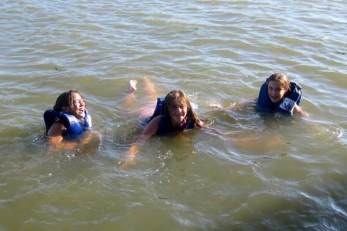 Alejandra Alyson Iz swimming