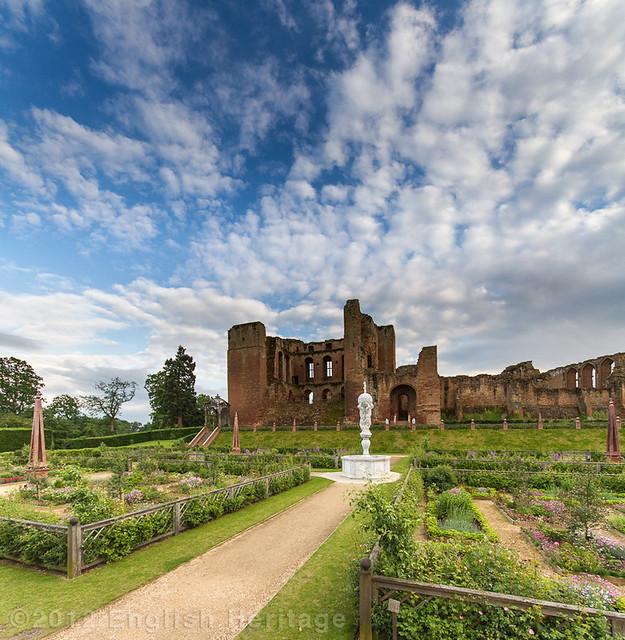 Kenilworth Castle - The Elizabethan Garden.