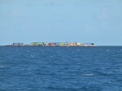 wo, 27/06/2012 - 05:08 - 048. Little Rat Island, Eastern Group van de Houtman Abrolhos, is volgebouwd met vissermanshuisjes