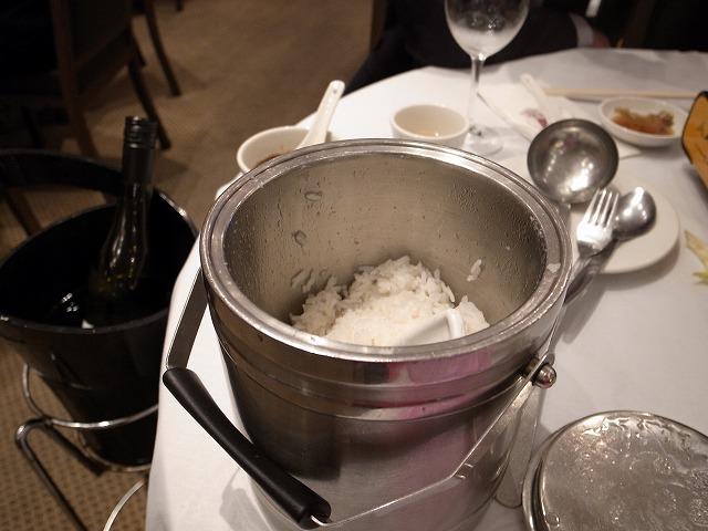 <p>f)白飯</p>