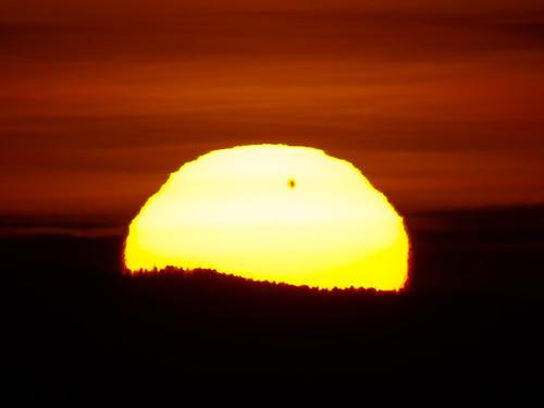 sun sunrise venus transit astronomy transitofvenus canoneos550d 901000mmrefractor
