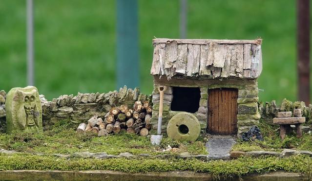 borrower house micro garden bird table