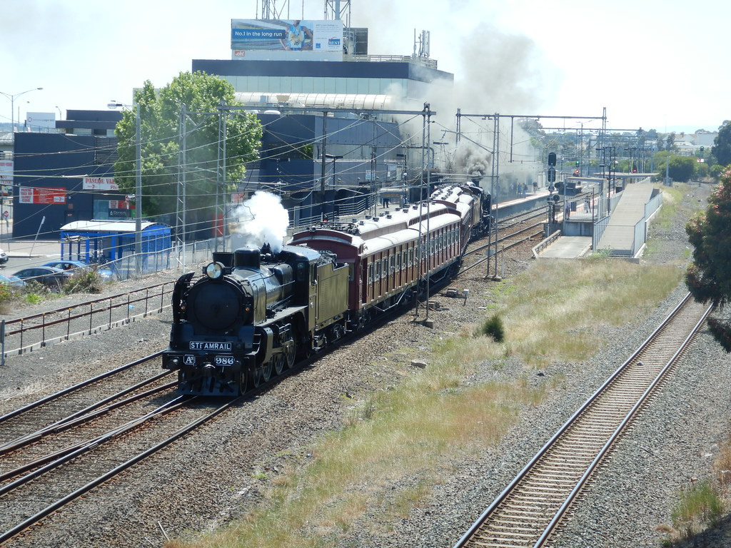 A2 986 & tait cars K153 departing broadmeadows by roreeves