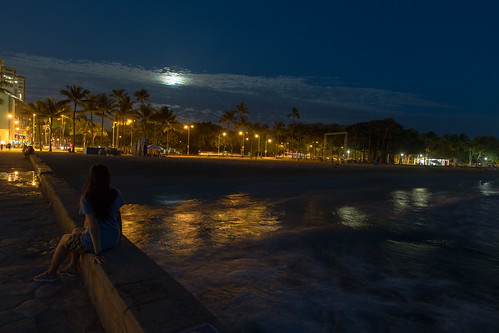 beach d850 hawaii night streetphotography sunset waikiki honolulu unitedstates us